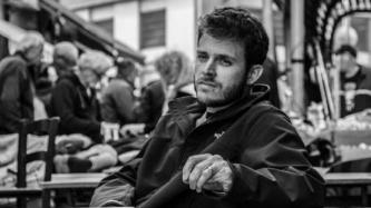 כפיות מעופפות, כאוס וסיפורי רחוב: אז מה בעצם הקשר?