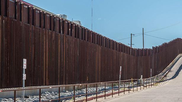 """חומה בגבול ארה""""ב-מקסיקו, צילום: Istock"""