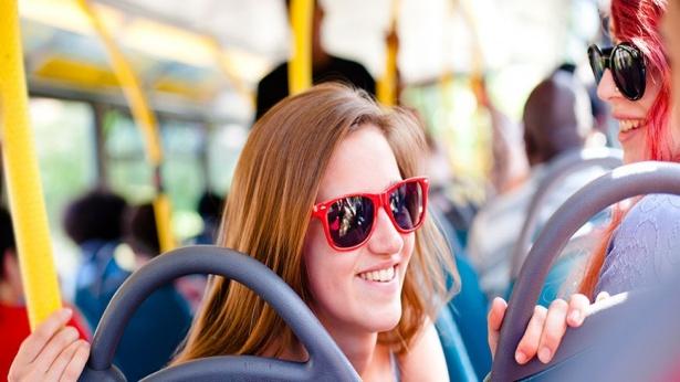 נוסעים באוטובוס, צילום: Getty Images IL