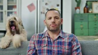 שירת הבנק: איך הבנקים מפתים אותנו עם שירים בפרסומות