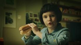 """אמילי. פרסומת yes חדשה, צילום: יח""""צ/ צילום מסך"""