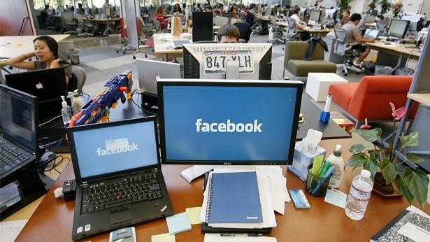 """פייסבוק איבדה בארה""""ב 2.8 מ' גולשים מתחת ל-25 ב-2017"""