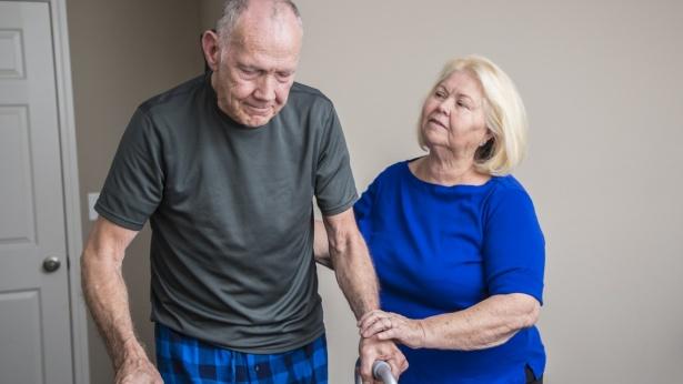 עובדים זרים לקשישים, צילום: Istock
