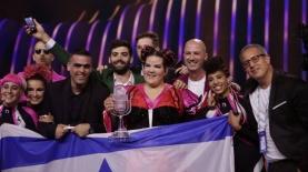 נטע ברזילי והמשלחת הישראלית, צילום: Andres Putting מתוך אתר האירוויזיון הרשמי