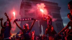 החגיגות בפריז לאחר הניצחון של צרפת בגמר המונדיאל, צילום: גטי אימג'ס
