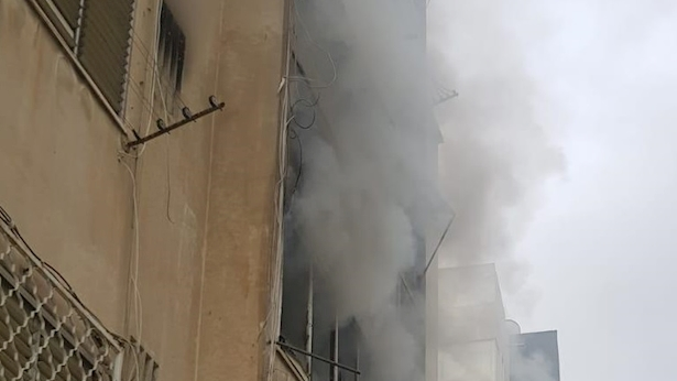 שריפה בבנין מגורים, צילום: דוברות המשטרה