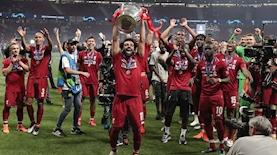 כוכב ליברפול מוחמד סלאח מניף את גביע ליגת האלופות, צילום: Anadolu Agency, GettyImages