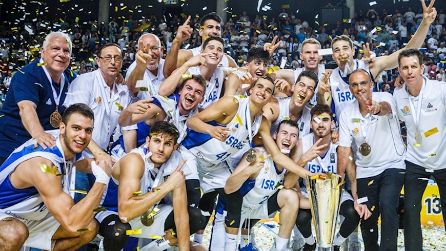 """נבחרת העתודה של ישראל, אחרי הזכייה בגביע אירופה לנבחרות בת""""א, צילום: אתר FIBA"""