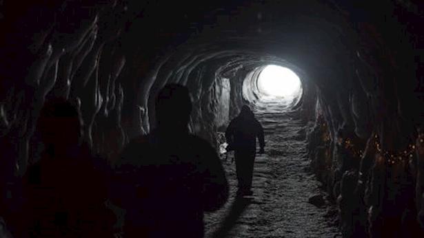 אור בקצה המנהרה, צילום: Zhifei Zhou /Unsplash