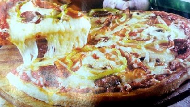 התמונה של הפיצה שפורסמה היום ביתד נאמן (צילום מהעיתון), צילום מהעיתון)