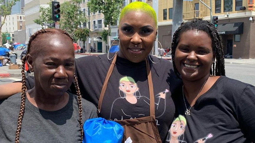 Los Angeles Beautician Brings Beauty To The Streets With Free Makeovers And Meals For Homeless Residents