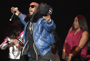 R. Kelly and woman at concert