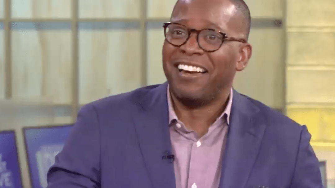 Black News Show Co-Host Hilariously Shades TF Out Of His Paler Colleague During Popeyes' Chicken Sandwich Taste Test