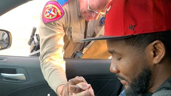 Touching Photo Shows State Trooper Offering Texas Couple A Prayer Instead Of A Ticket During Traffic Stop
