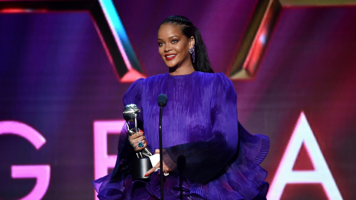 """5 Ways To Become A """"Bad Gyal"""" Womanist: Because Rihanna Taught Us"""