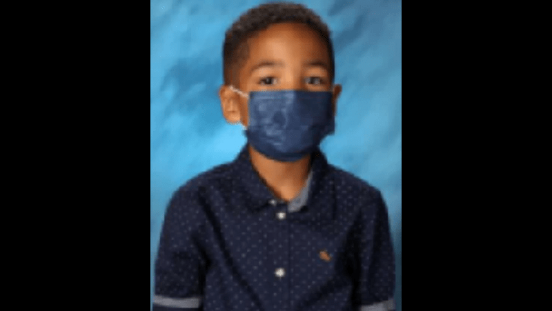 First Grader Hilariously Rejects Photographer's Pleas To Remove Mask For School Pictures