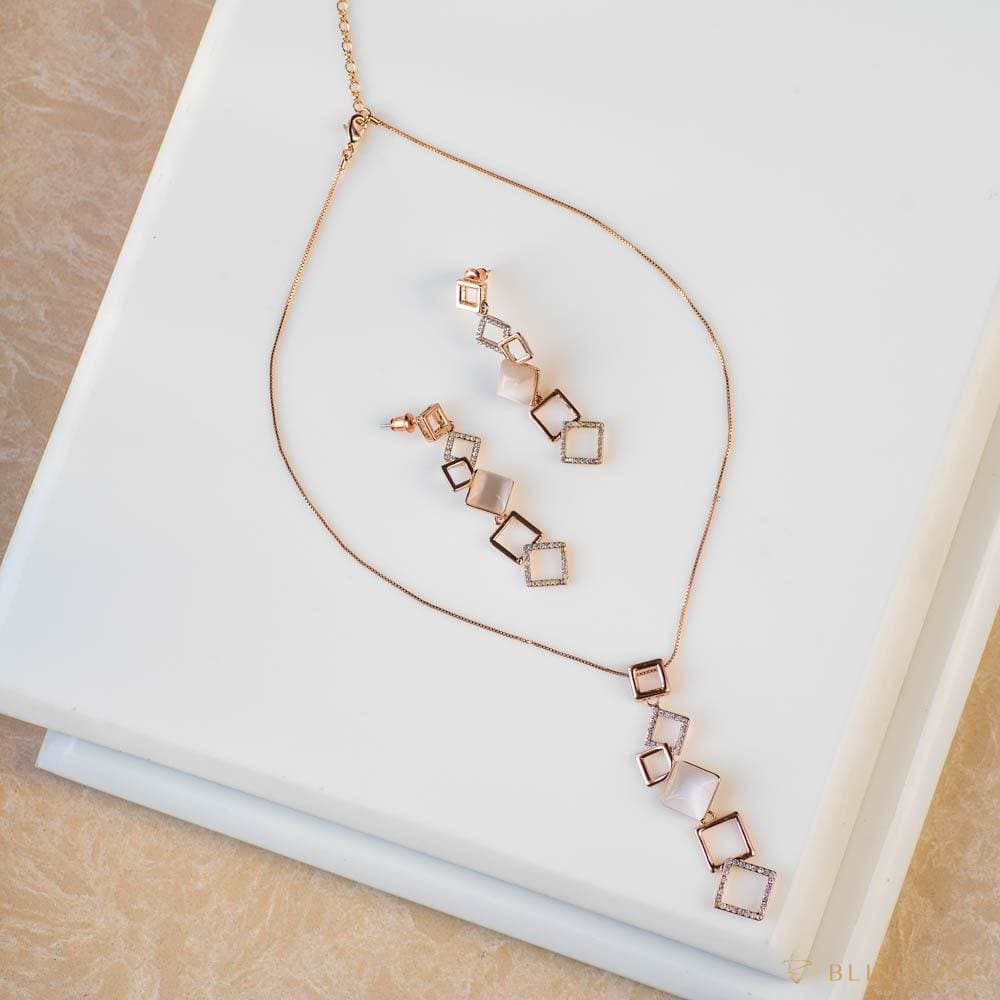 Simplicity Pendant Necklace Set - Blingvine