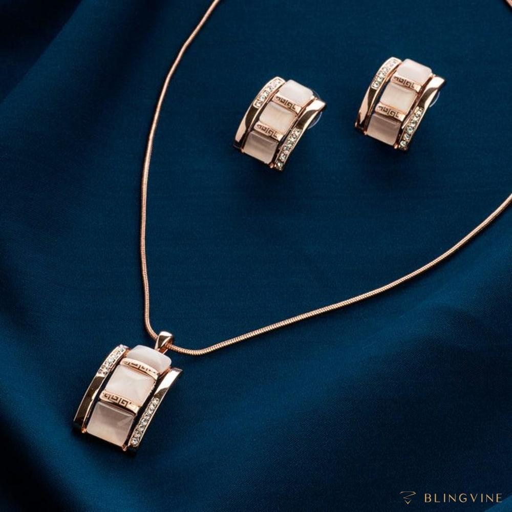 Naila Pendant Necklace Set - BlingVine