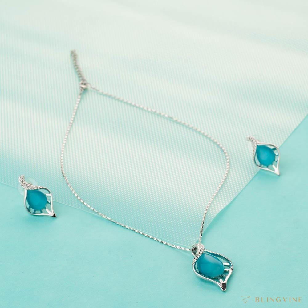 Serene Pendant Necklace Set - BlingVine