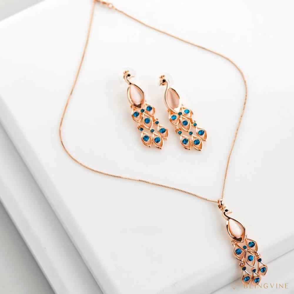 Pihu Pendant Necklace Set- BlingVine