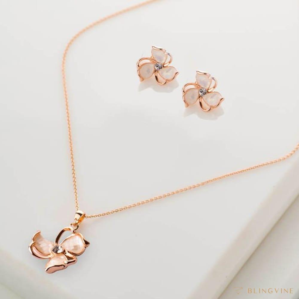 Shaurya Pendant Necklace Set - Blingvine