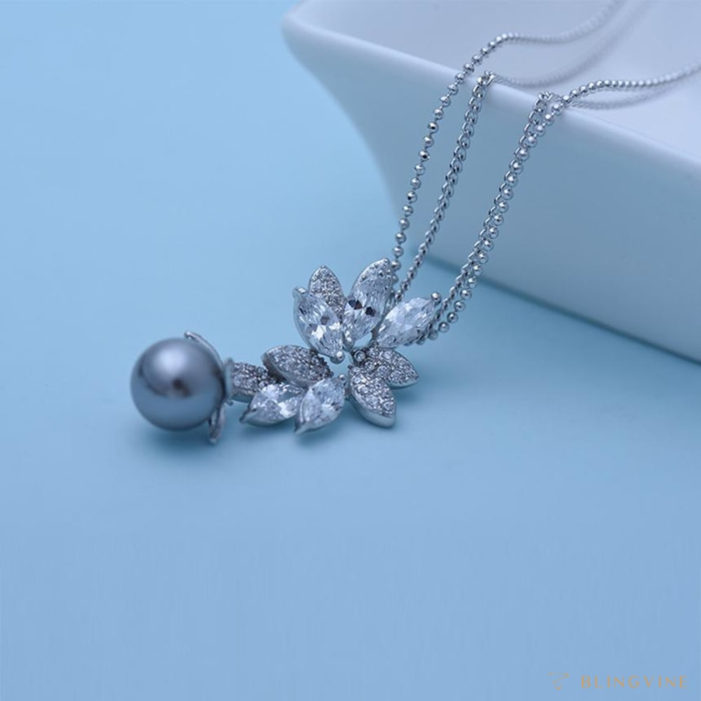 Posh Pearl Necklace
