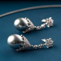 Amara Pearl Necklace Set - BlingVine