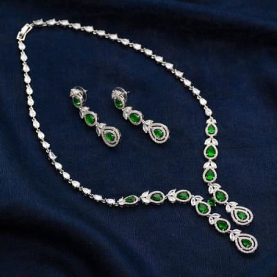 Vogue Green Emerald Crystal Necklace Set - Blingvine