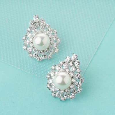 Nayab Luxury Pearl Stud Earrings - BlingVine