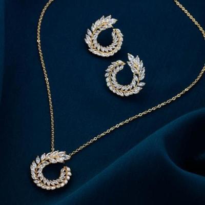 Wreath Crystal Pendant Necklace Set - Blingvine