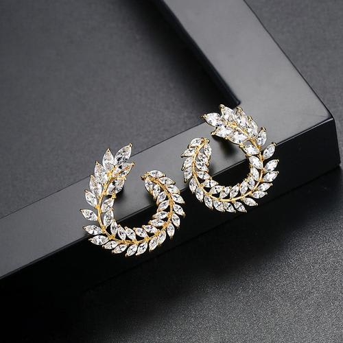 Wreath Crystal Studs - BlingVine
