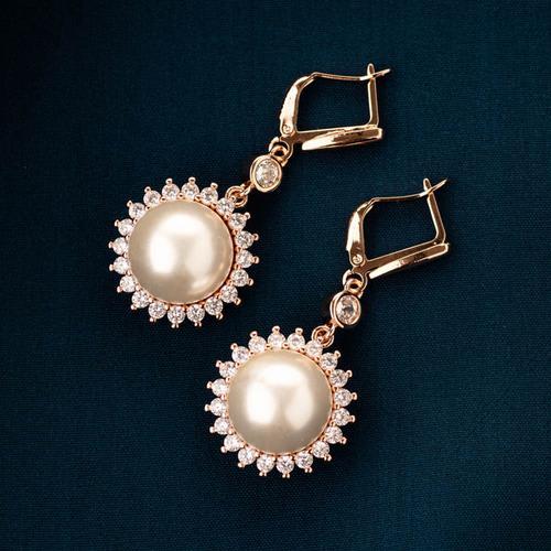 Urvi Pearl Earrings - BlingVine