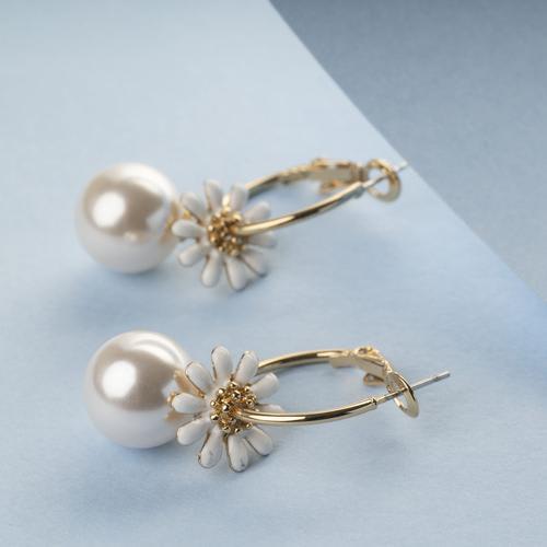 Daisy Floral Loop Earrings - BlingVine