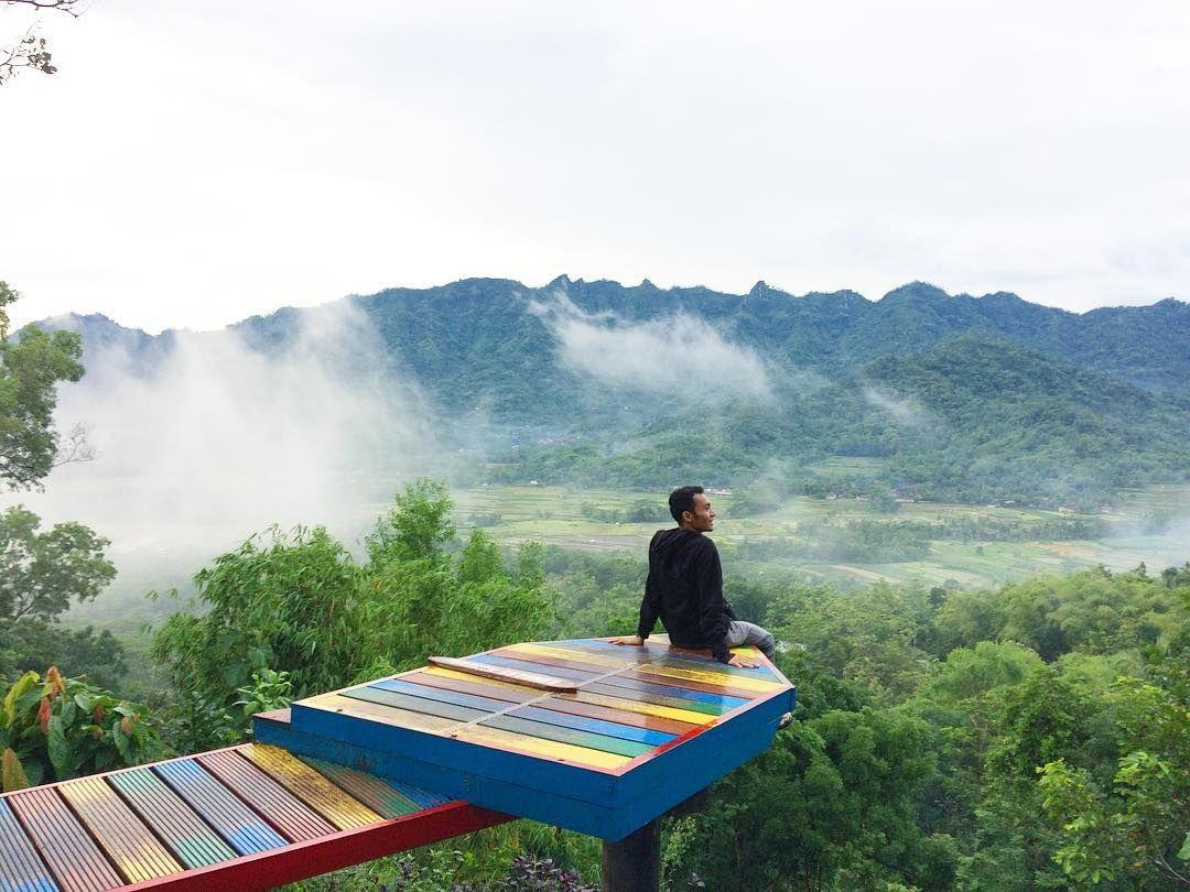Tempat Wisata Puthuk Setumbu di Magelang