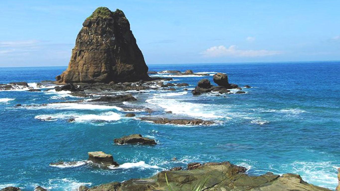 Eksotisme pantai papuma yang menjadi tempat wisata paling menarik di jember
