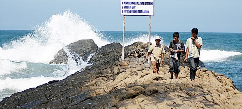 Keindahan tempat wisata jember watu ulo yang banyak memikat wisatawan
