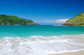 indahnya pantai mawun untuk honeymoon