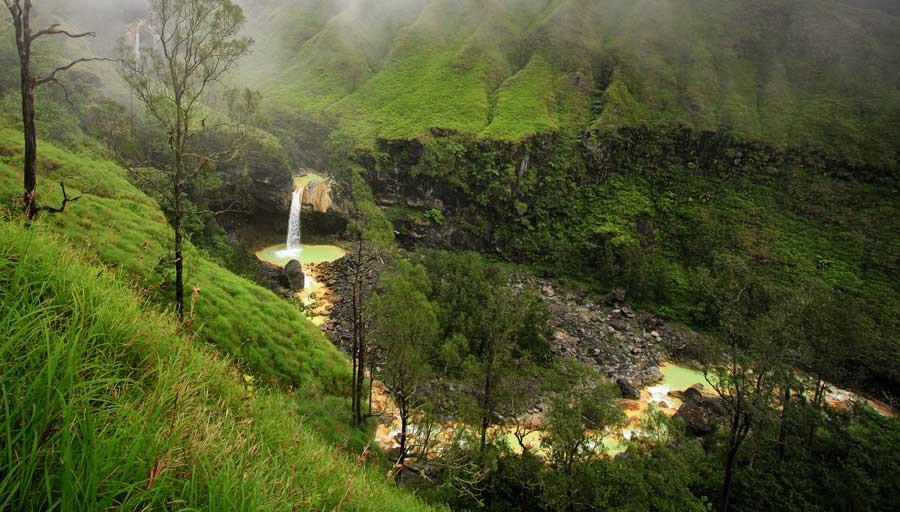 Wisata air terjun Jukut Lombok