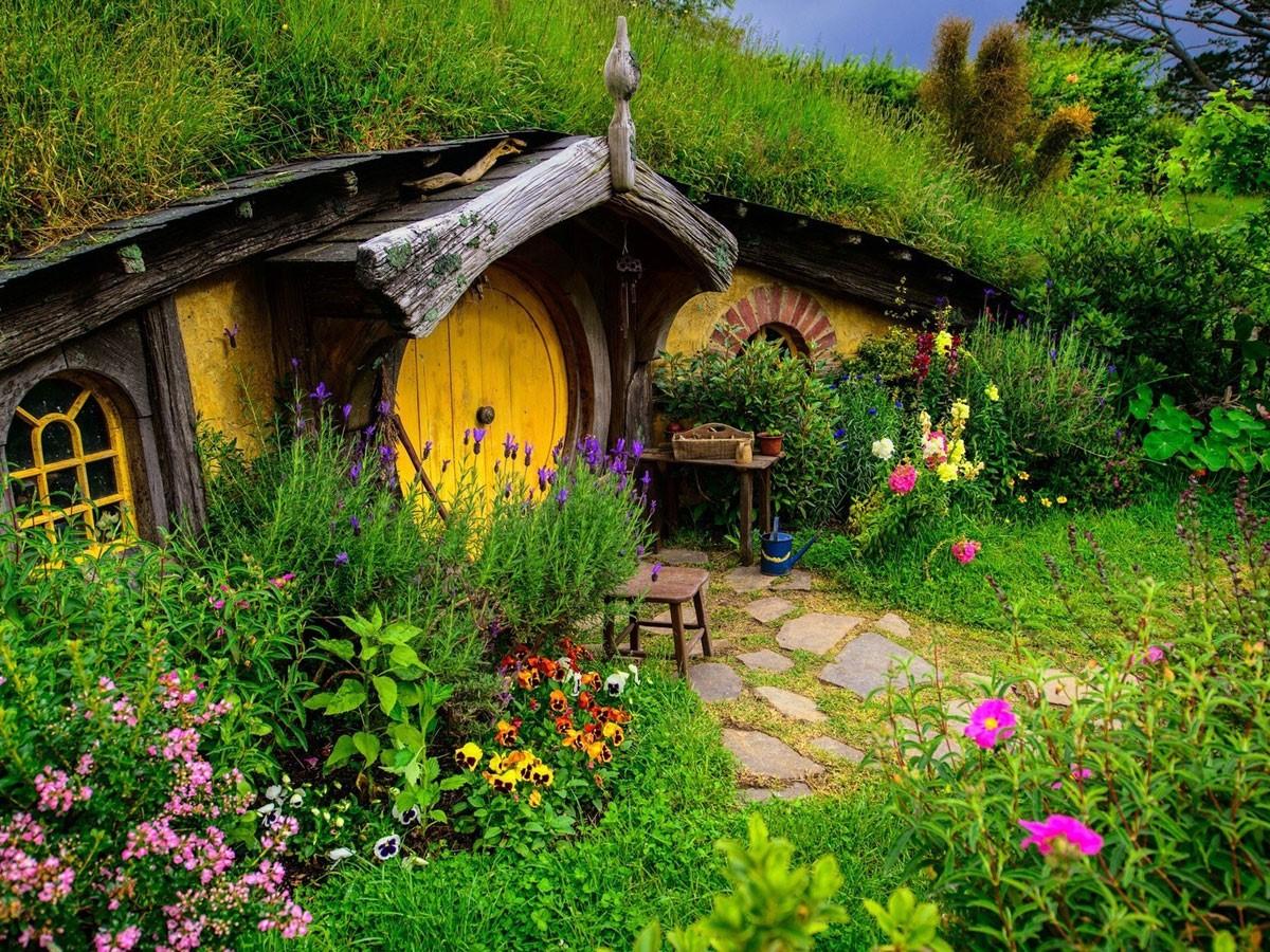Rumah Hobbit di Farm House Lembang