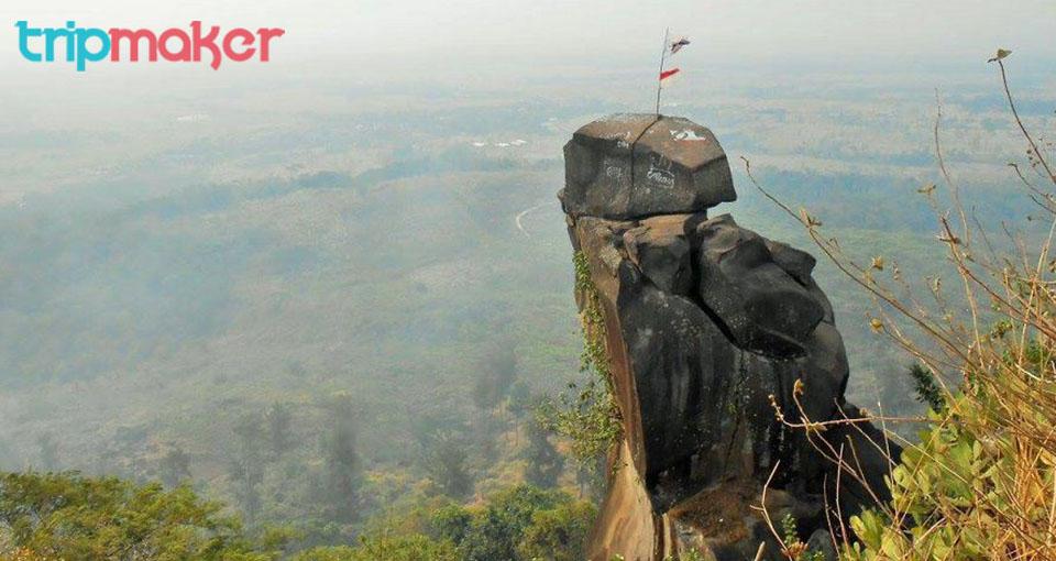 Tempat wisata di Tegal Bukit Goa Lawa