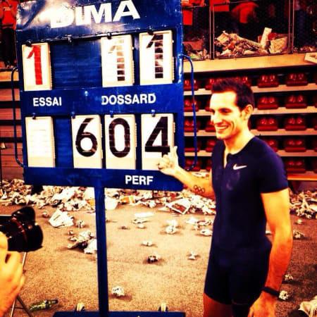 Renaud Lavillenie devant son record à 6m04
