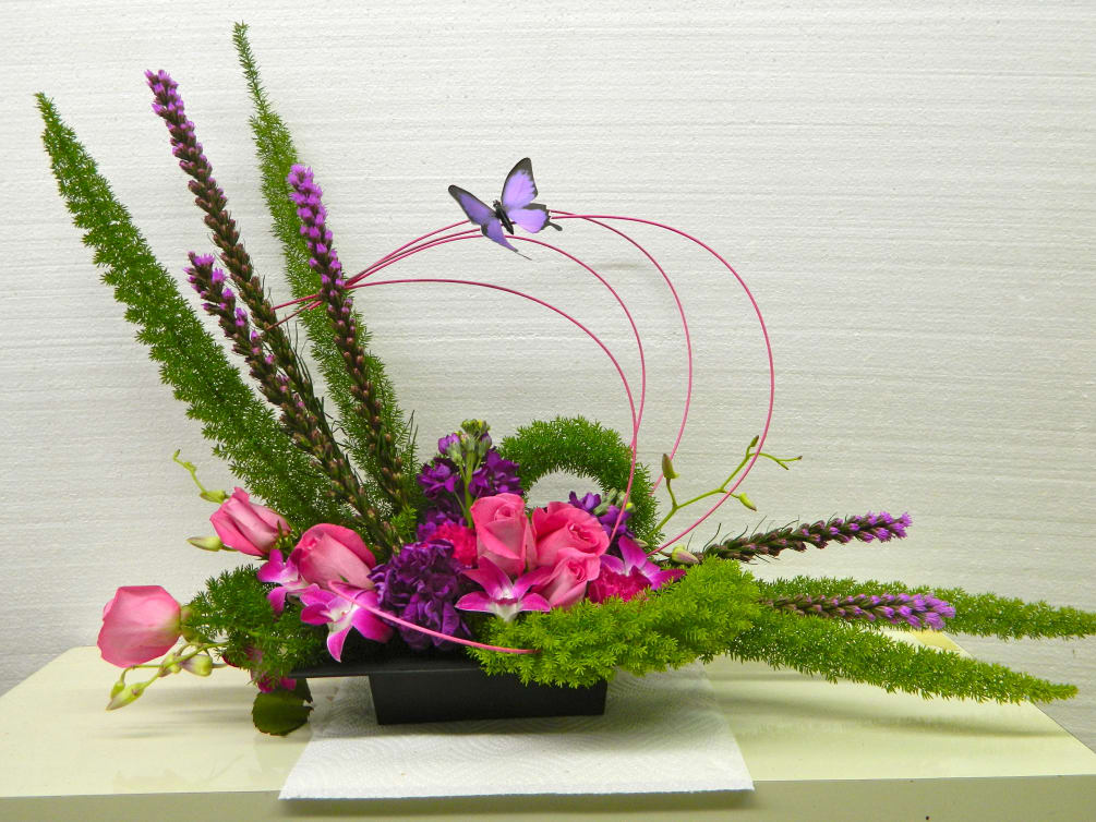 Laitris Roses Orchids with fox tail fern Bandelino twigs ...