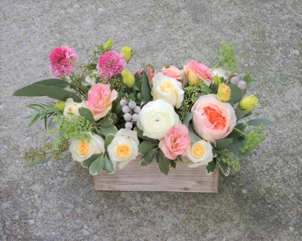 Superbe Roses, Ranunculus, Garden Rose(or Peony) And Other Seasonal Flowers In A