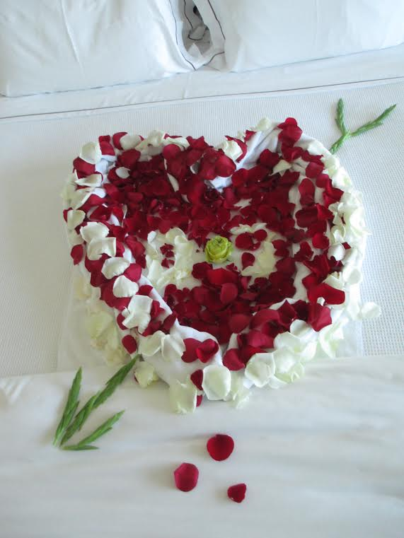Surprise Her On Bed In Los Angeles Ca A Bed Of Roses