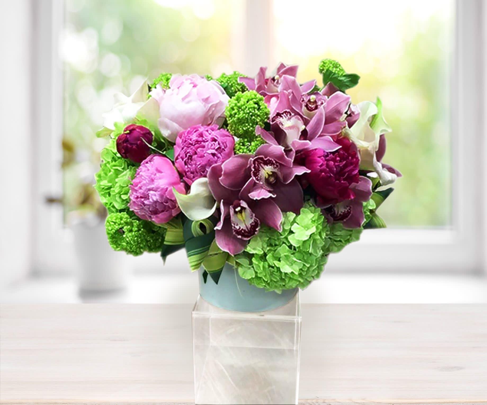 Bountiful Bouquet - ⚜️LeFleur Vase in