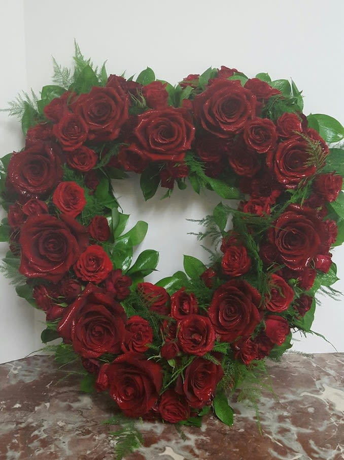 Red Heart Rose Wreath In Phoenix Az Arcadia Flowers Gifts