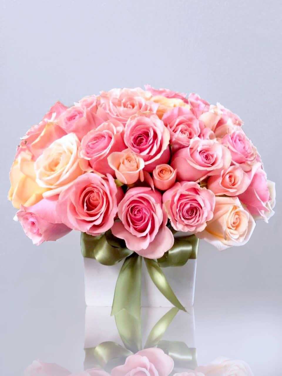 Le Fleur Vase 50 roses in Hollywood, CA