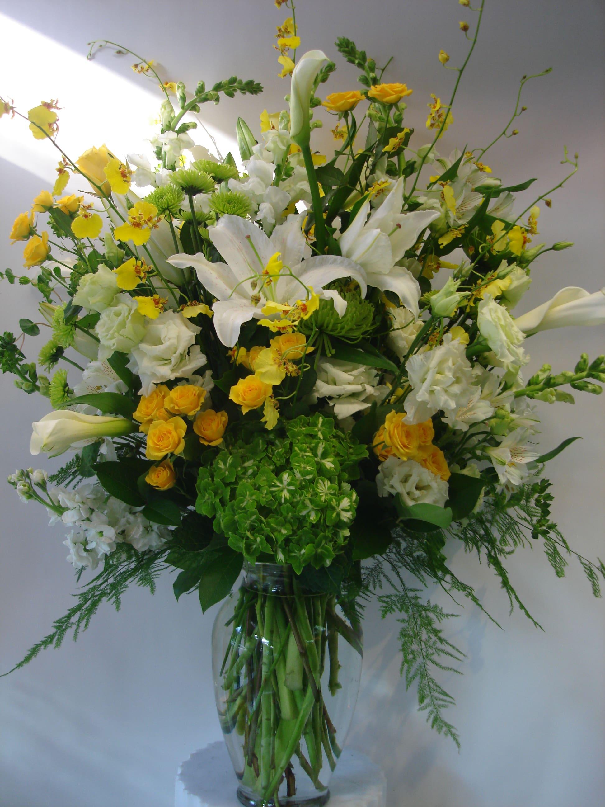 White Yellow Green Flower Arrangement W627 By Fillmore