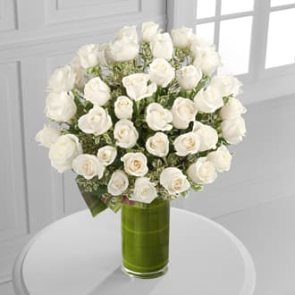 Purity Premium Long Stem White Roses In A Tall Vase In Torrance