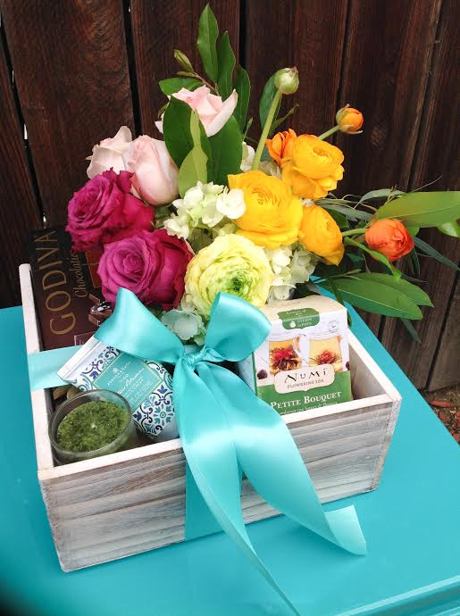 Gift Box By Aquarela Gifts Flowers